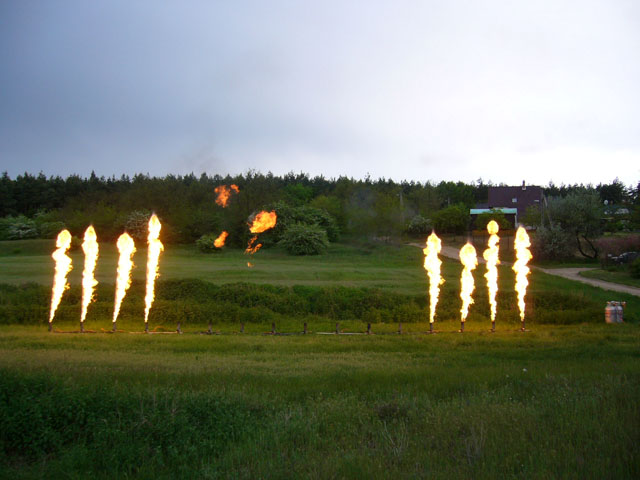 Flame show controlled by 16 valve system